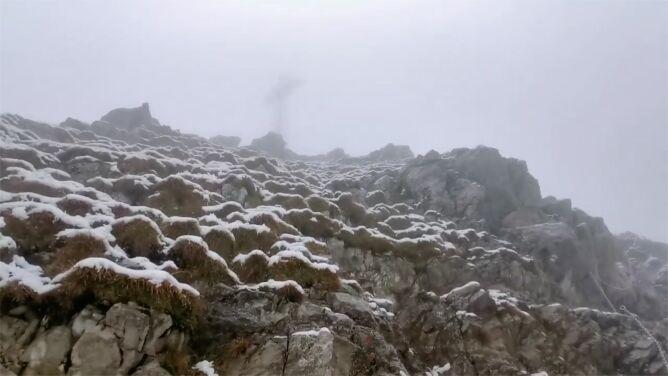 Zimowa pogoda nawiedziła Tatry. W górach trudne warunki do wędrówek