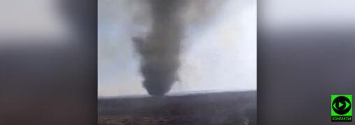 Spalone tereny Biebrzańskiego Parku Narodowego, a na nich wir pyłowy