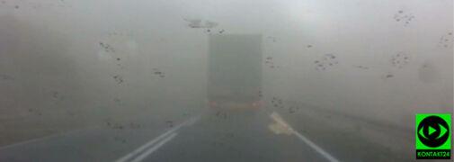 """""""Jesteśmy w środku jakiegoś tajfunu"""". Burza pyłowa przy wjeździe do Krapkowic"""