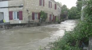 Gmina Latresne we Francji znalazła się pod wodą